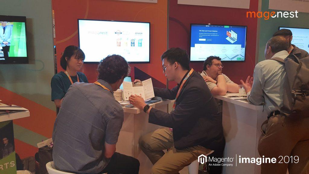 Sự kiện Magento Imagine 2019: Magenest tư vấn khách hàng tại booth